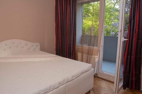 Chirie apartament 4 camere 2 bai